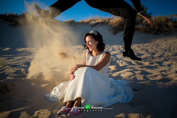 Recién casados en la arena