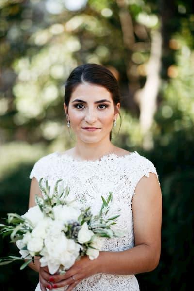 mujer vestida de novia