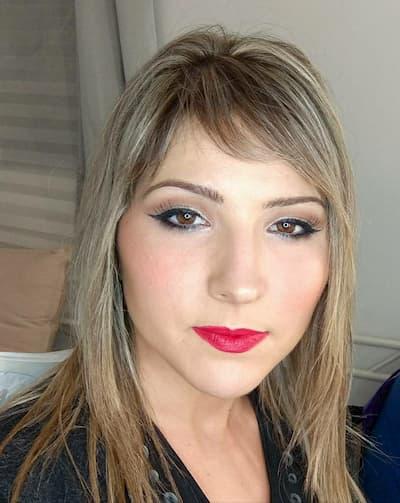 mujer maquillada para fiesta