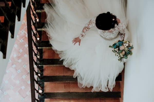 Novia en escalera.