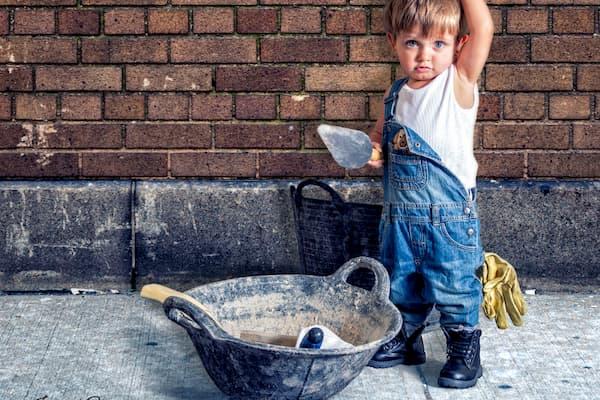 Niño constructor.