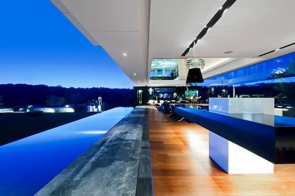 Casa lujosa por dentro.
