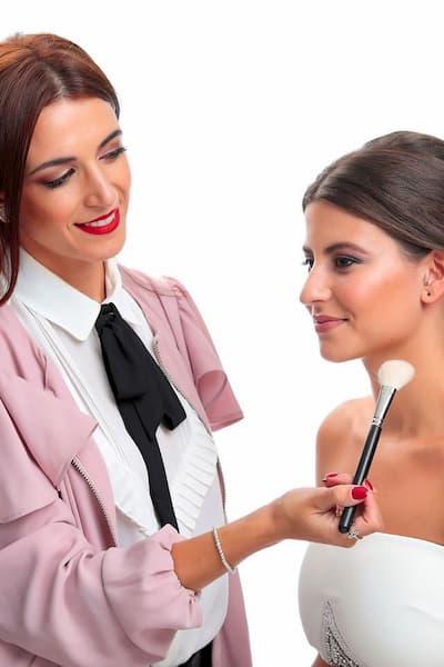 Maquilladora y mujer