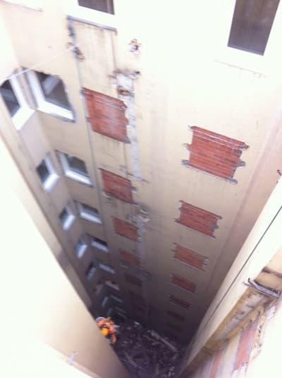 Reparaciones en edificio.