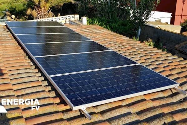 Panel solar en tejado.
