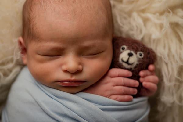 Bebé y su osito.