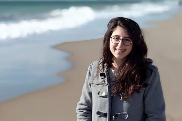 Mujer en la playa.