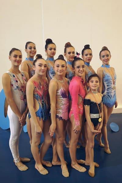 Grupo de gimnastas.