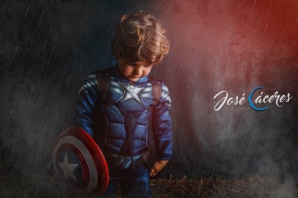 Niño capitán américa.